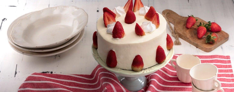 torta-de-morango-suspiros
